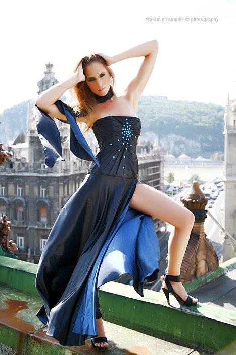 Alkalmi Ruha Taft Swarovskival Designer Wedding Dress
