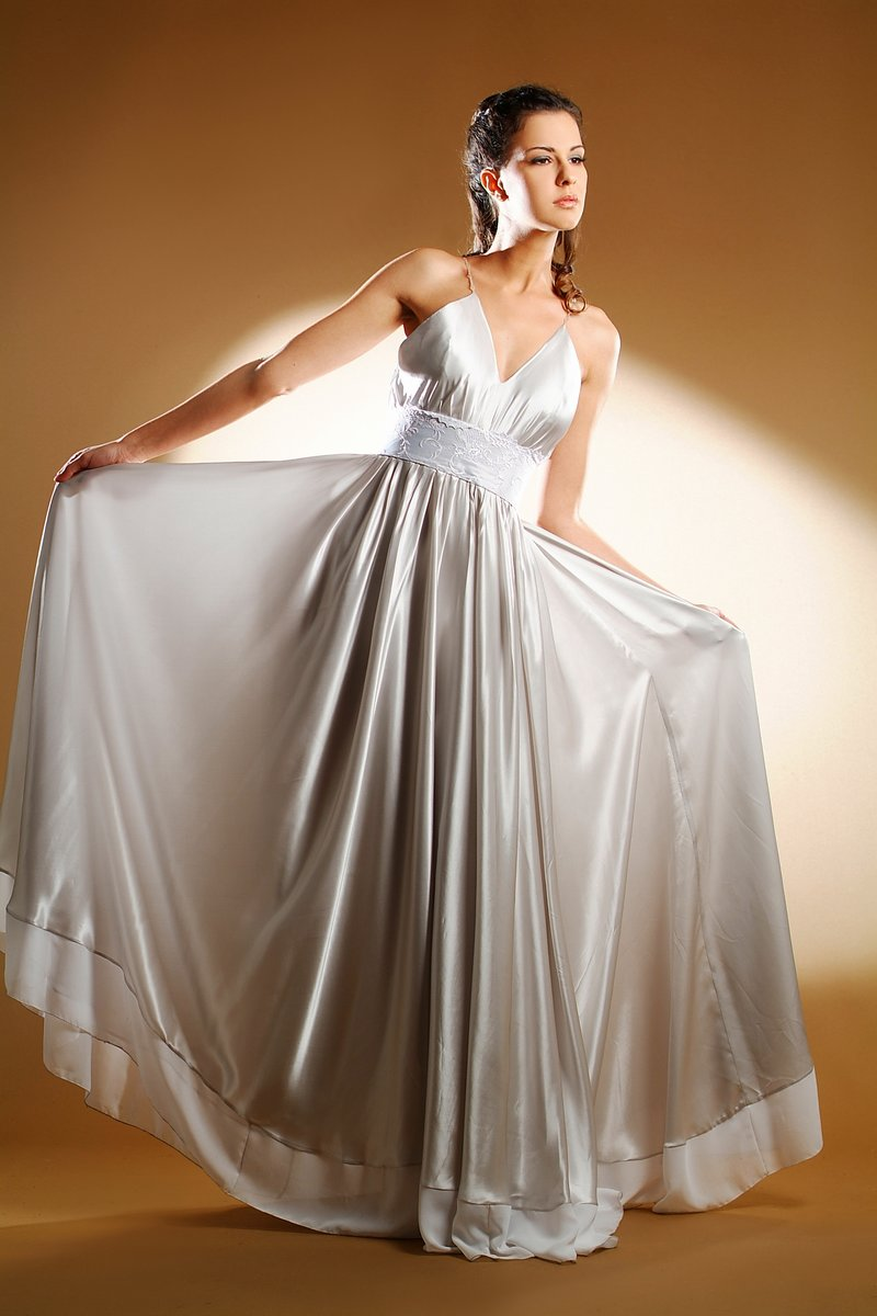 Wedding dresses bridal dresses myrdin designer wedding for Wedding gowns and dresses