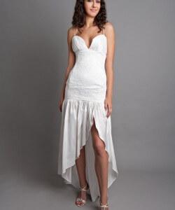 selyem esküvői ruha vállpánttal