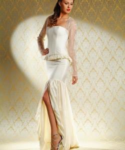 esküvői ruha puffos sliccel