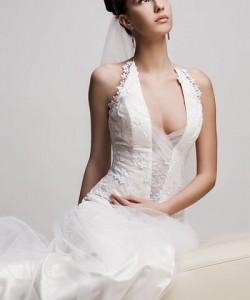 nyakbakötős esküvőiruha