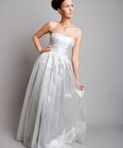 ezüstcsíkos organza esküvői ruha