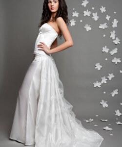 esküvői ruha nadrággal és uszállyal