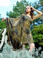 félvállas mintás rövid ruha