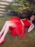 piros fűző piros tüll szoknyával