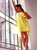 ráncolt sárga koktélruha