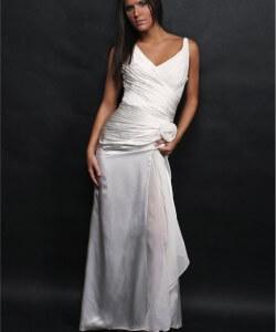 vállpántos menyasszonyi ruha