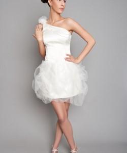 rövid tüll menyasszonyi ruha