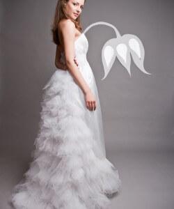 tüll uszályos szatén esküvői ruha