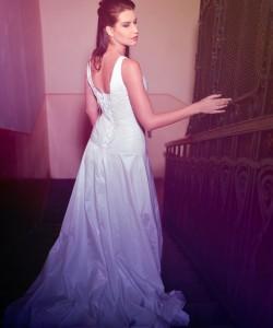 fehér uszályos esküvői ruha ráncolt