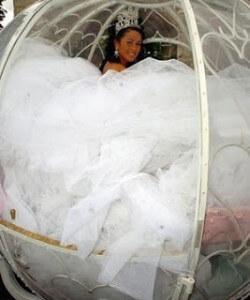 hatalmas menyasszonyi ruha