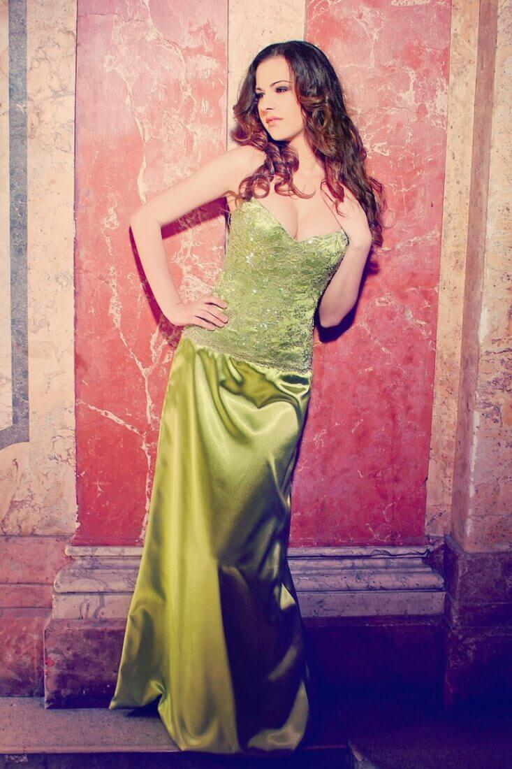 241fe56ee2 zöld alkalmi ruha szaténból | alkalmi ruhák , esküvői ruhák