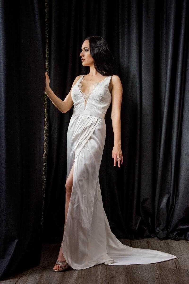 2bea59b7f6 esküvői ruha selyem muszlin; uszályos selyem menyasszonyi ruha ...