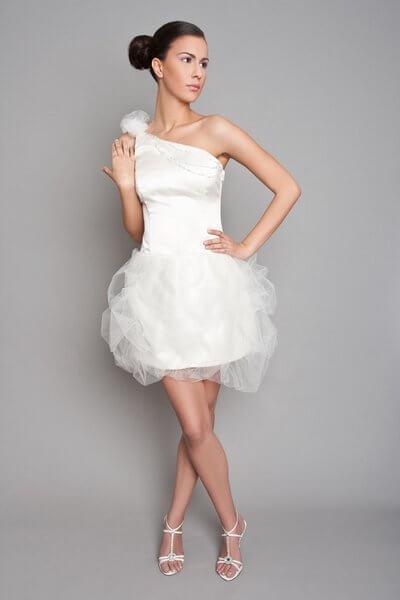 mini enyasszonyi ruha tüllös