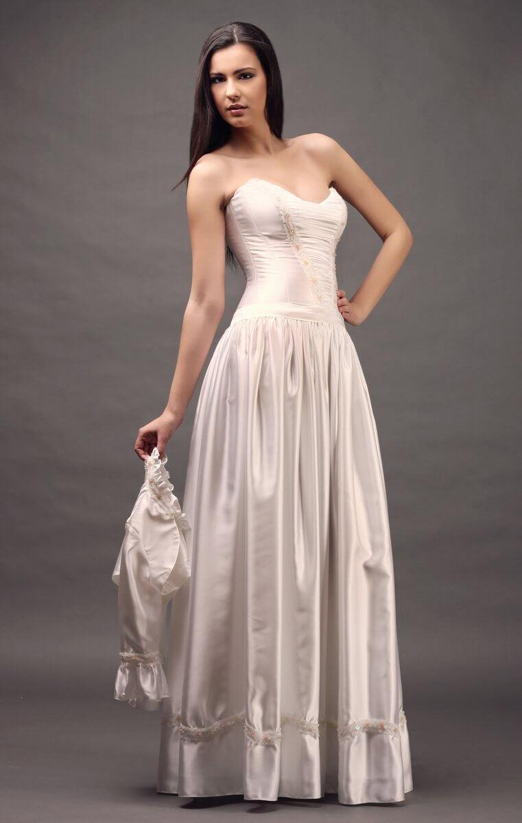 08385c002f szatén menyasszonyi ruha rokokó ihletésű. Fehér szaténruha ...