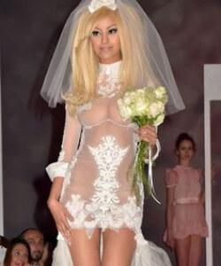 túl szexi esküvői ruha